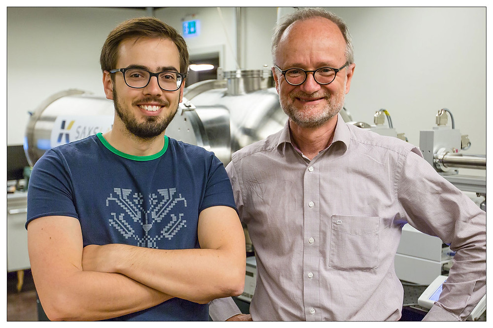 PhD student Tomas Stankevic and Professor Robert Feidenhans'l studied nanowires with X-ray microscopy.