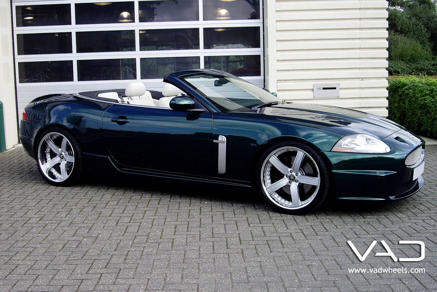Jaguar XKR Cabriolet Fitted With 20 In Trafficstar STR
