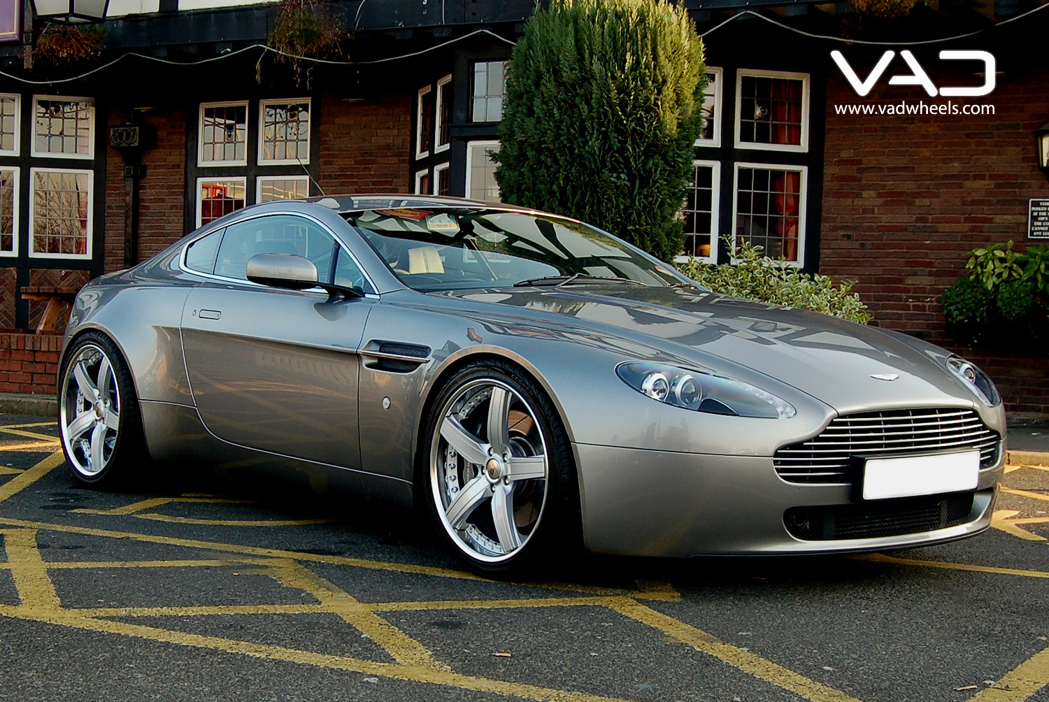 Aston Martin AMV8 Fitted With 20 Trafficstar STR