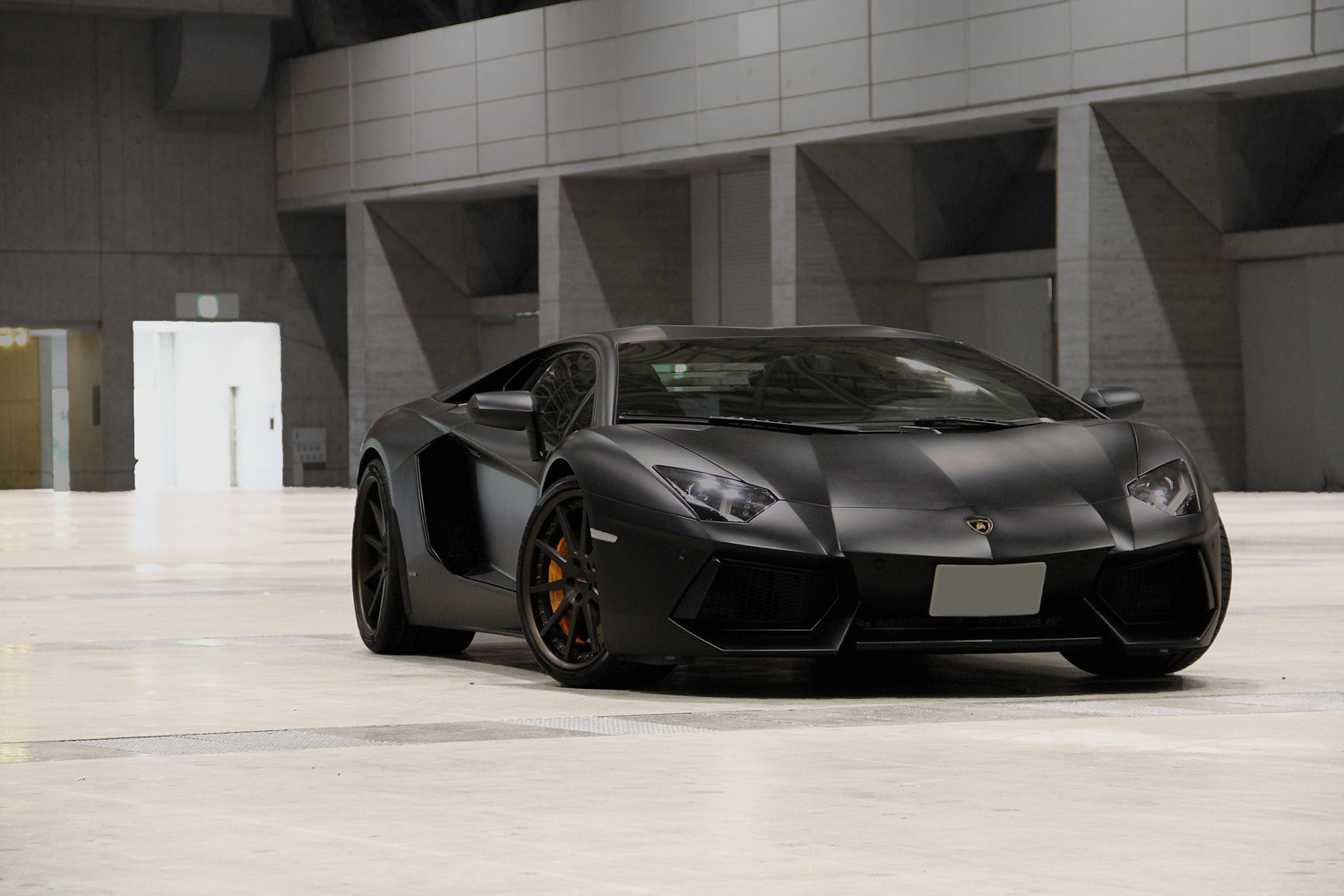 Lamborghini Aventador fitted with 21'' HFC10