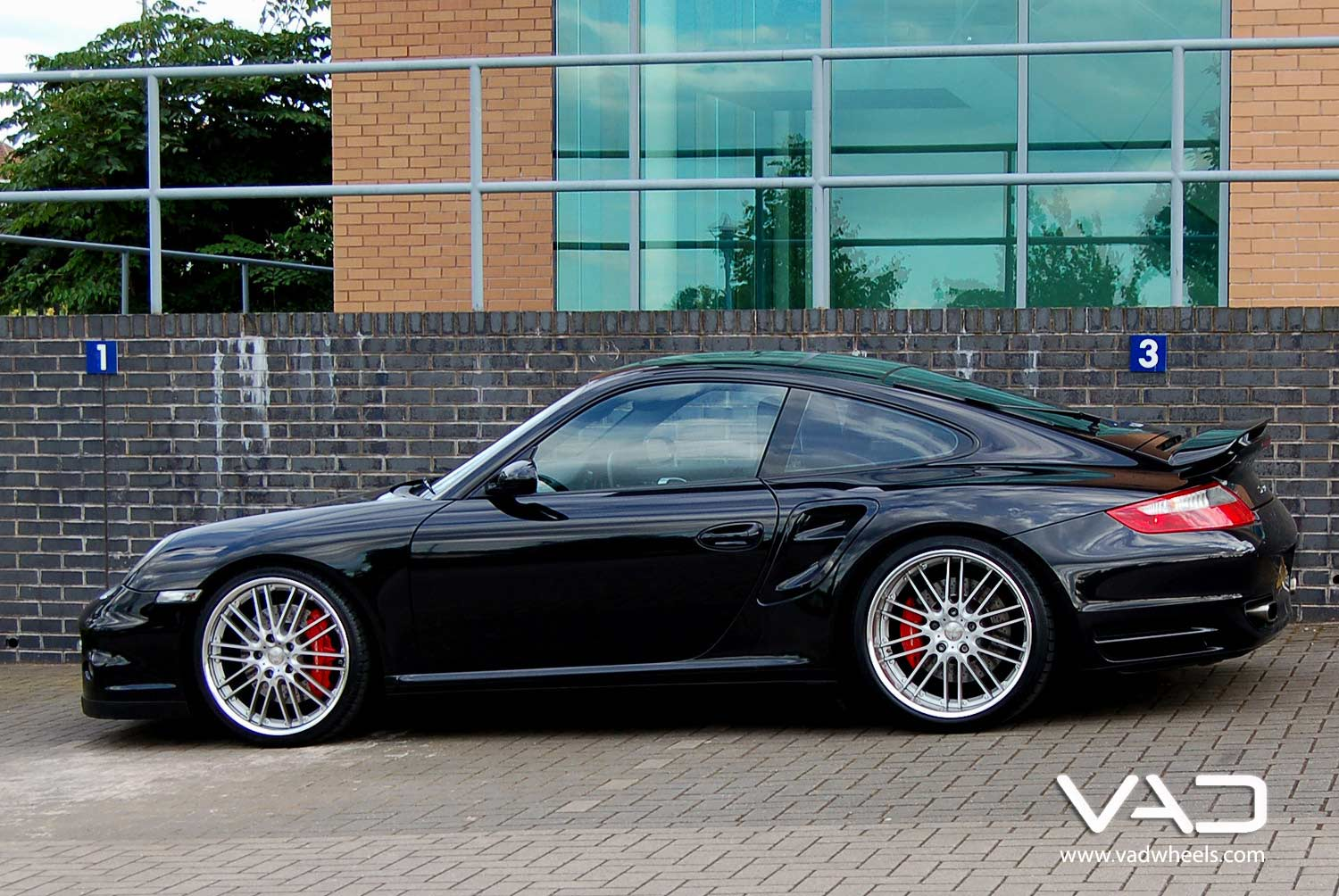 Porsche-997-Turbo-Fitted-With-20''-Trafficstar-RTM-Silver-Side-Profile