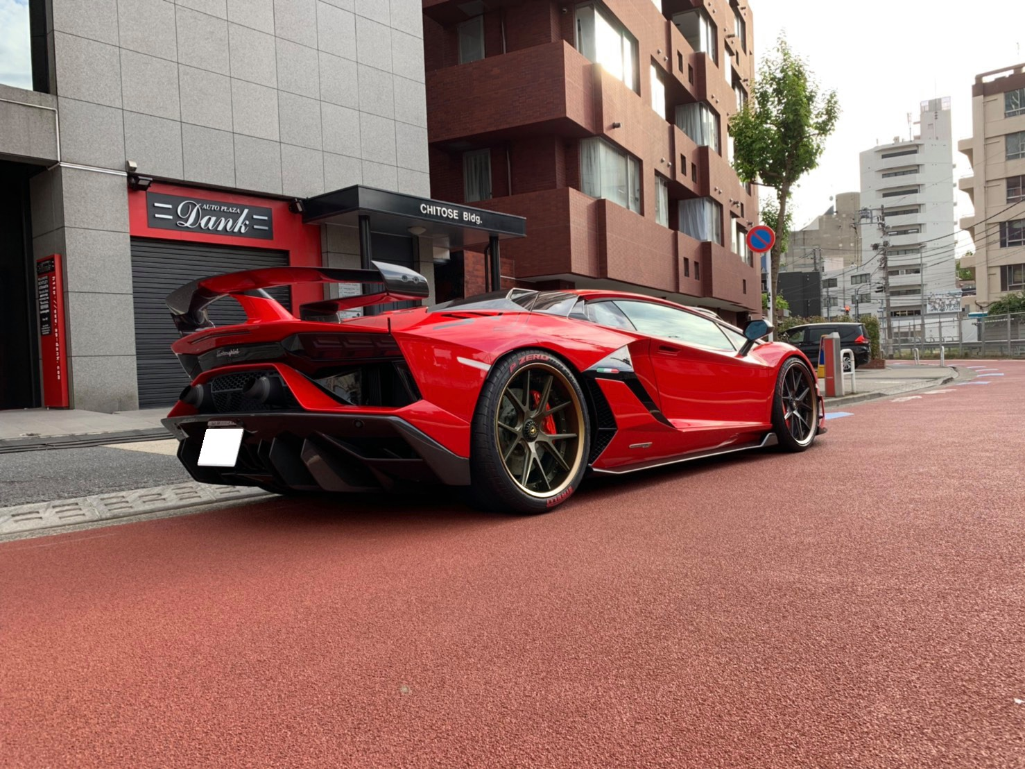 Lamborghini Aventador Fitted With 21'' H