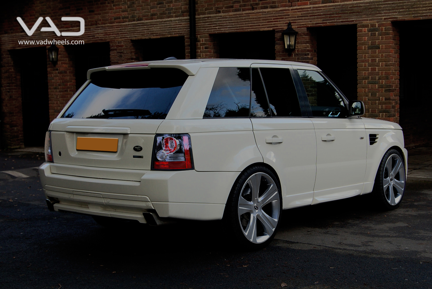 Range Rover Sport White Fitted With 22'' Vogue Evo