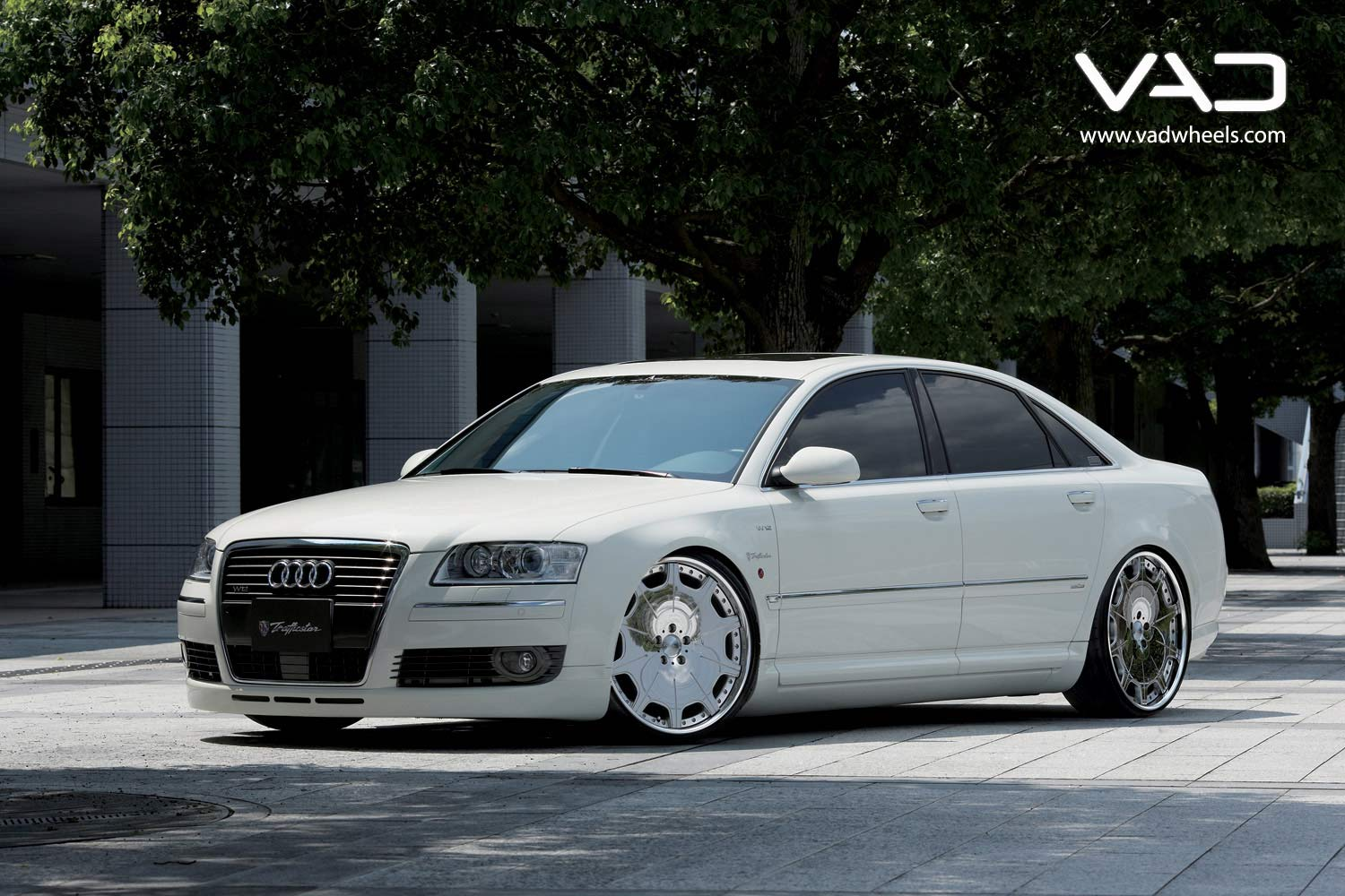 Audi-A8-Fitted-With-21''-Trafficstar-DTX