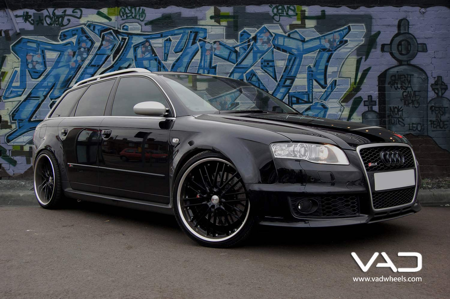 Audi-RS4-Fitted-With-20''-Trafficstar-RTM-Black