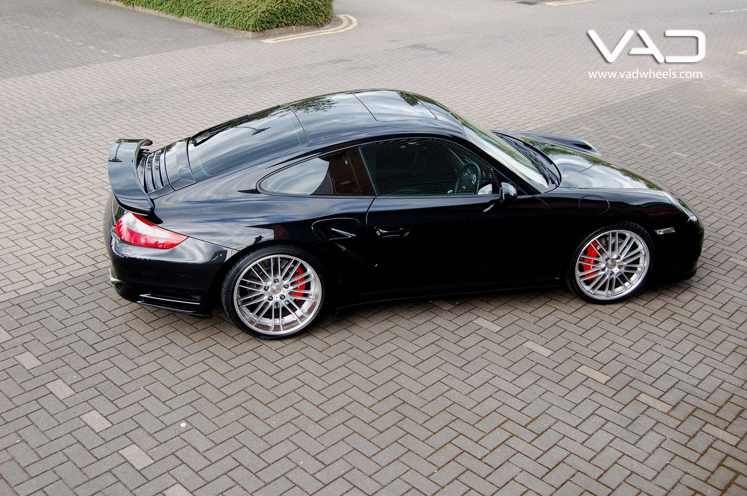 Porsche-997-Turbo-Fitted-With-20''-Trafficstar-RTM-Silver