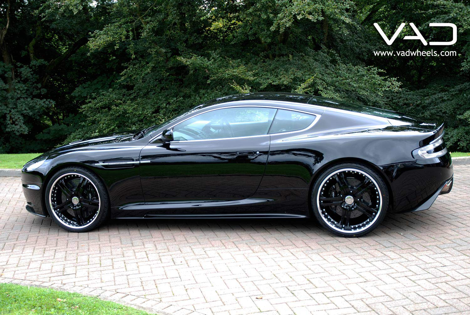 Aston-Martin-DBS-Fitted-With-21-In-Altstadt-S250--Black