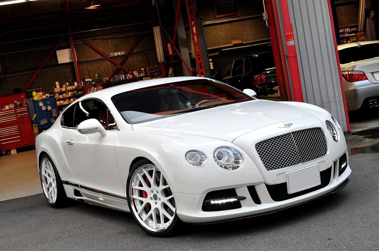 Bentely Continental_GT Fitted With 22'' HFC7 White