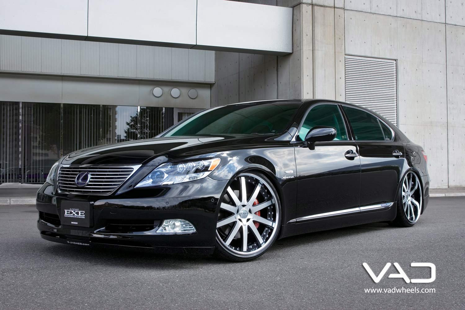 Lexus-LS460-Fitted-With-22''-Altstadt-F100-Polished