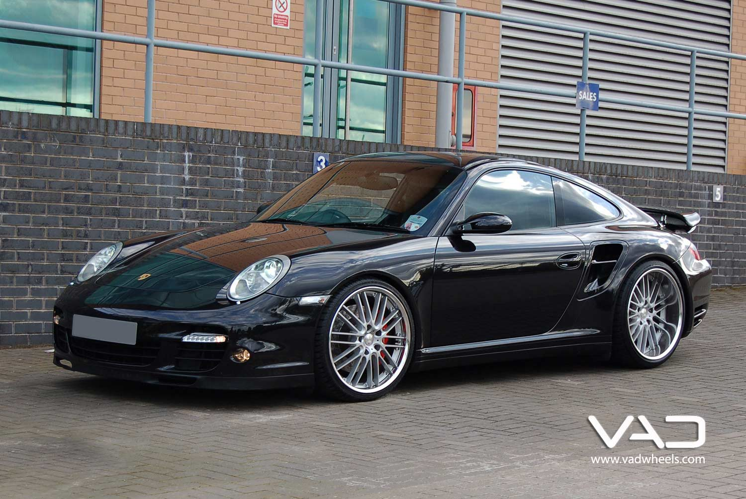 Porsche-997-Turbo-Fitted-With-20''-Trafficstar-RTM-Silver-Front-Profile