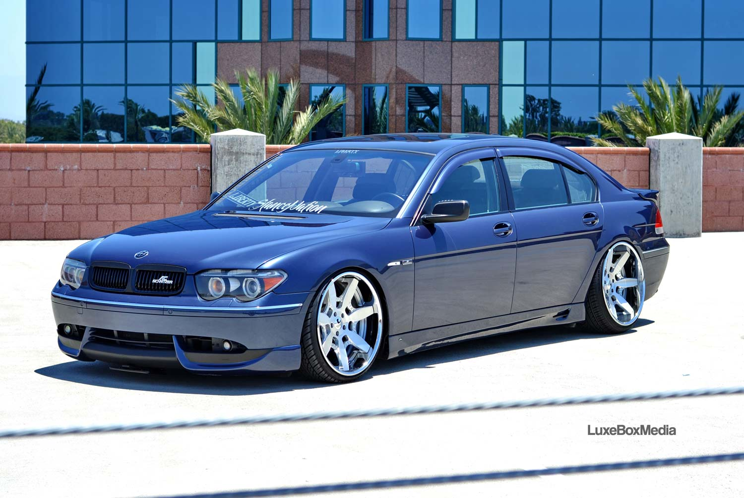 BMW E65 Fitted With 22 Inch Luxury Abstract Mador