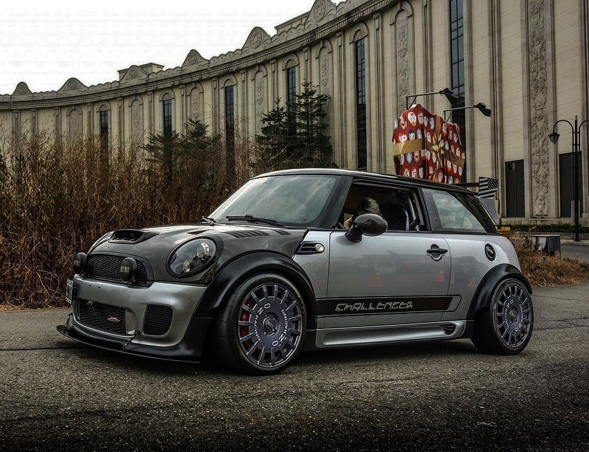 VAD R56 Mini wide fenders, fitted with OZ Racing, Race & Rally wheel