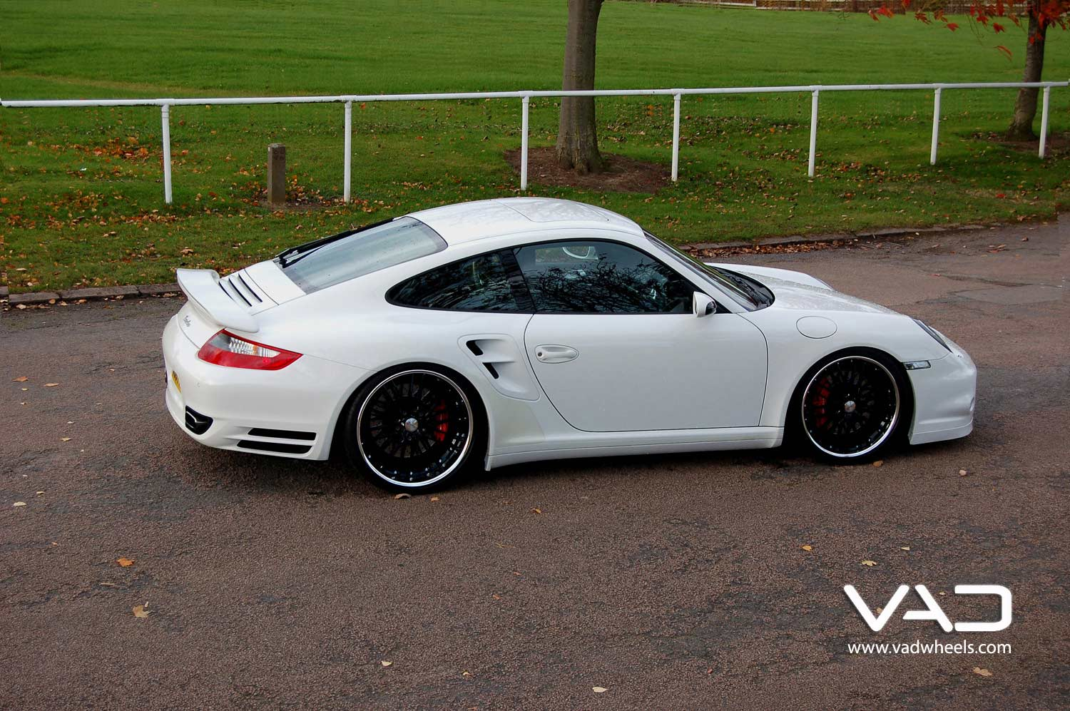 Porsche-997-Turbo-Fitted-With-20''-Trafficstar-RTM-Gloss-Black