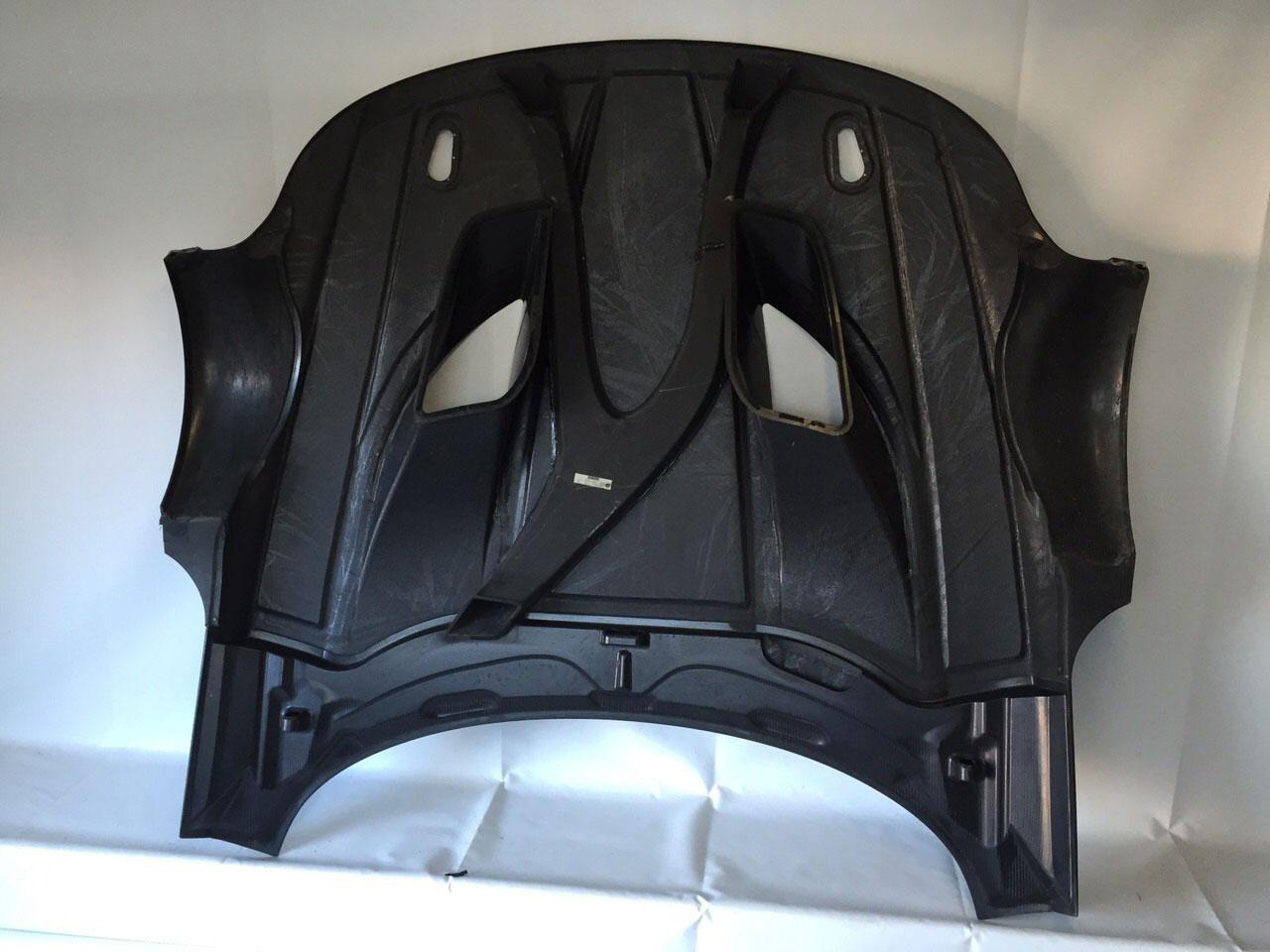 BMW-Z4-GT-Front-vented-hood-inside