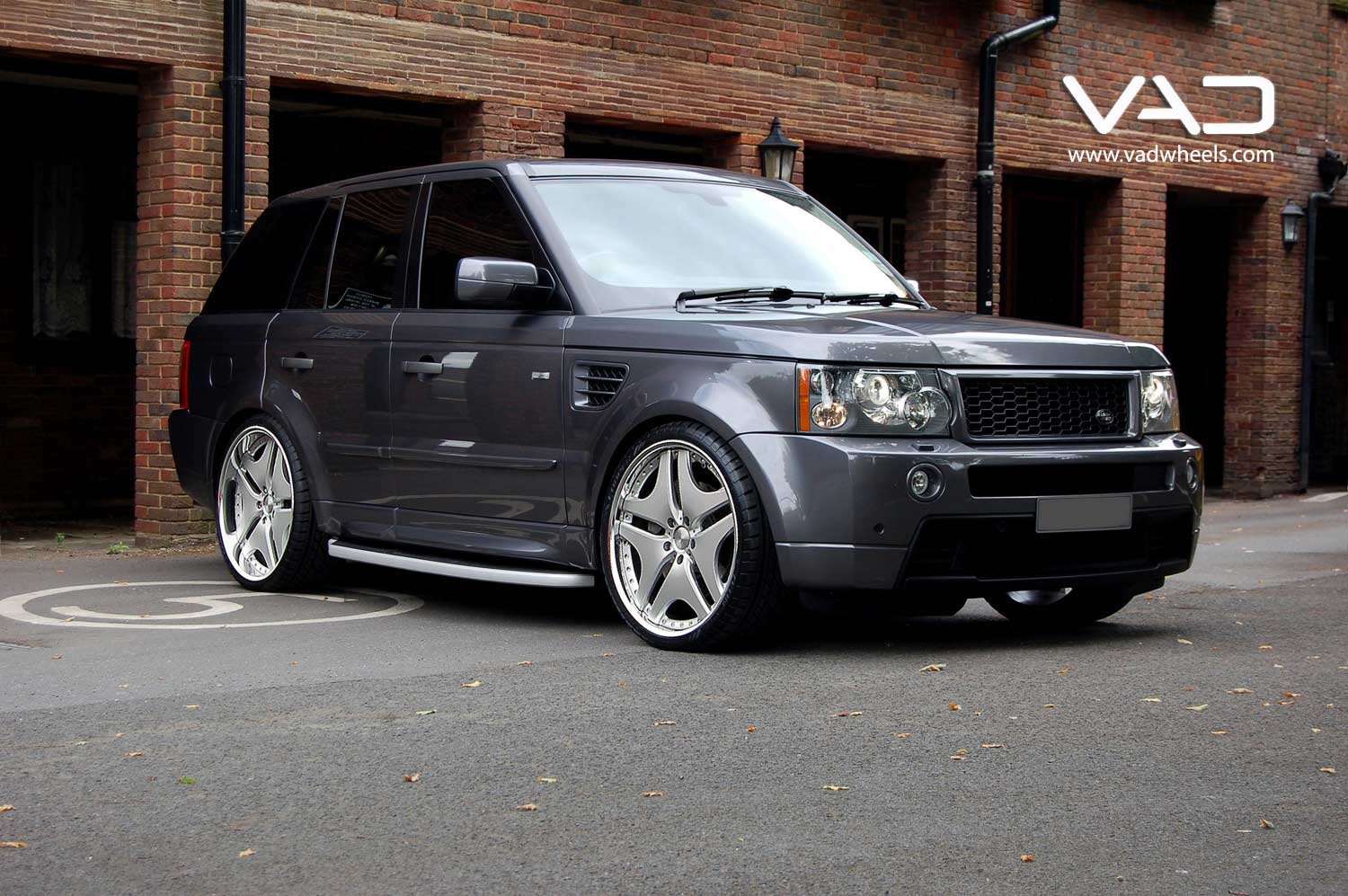 Range-Rover-HST-Fitted-with-22''-Trafficstar-RTV-Silver-Staggered-Fit