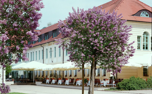 Schlosshotel mit Terrasse