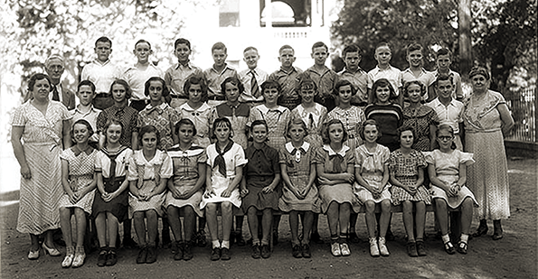 Barton boys and girls c. 1940.png