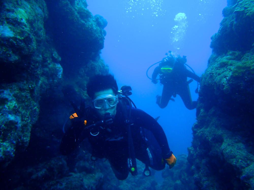 ファンダイビングライセンス講習恩納村水納島青の洞窟