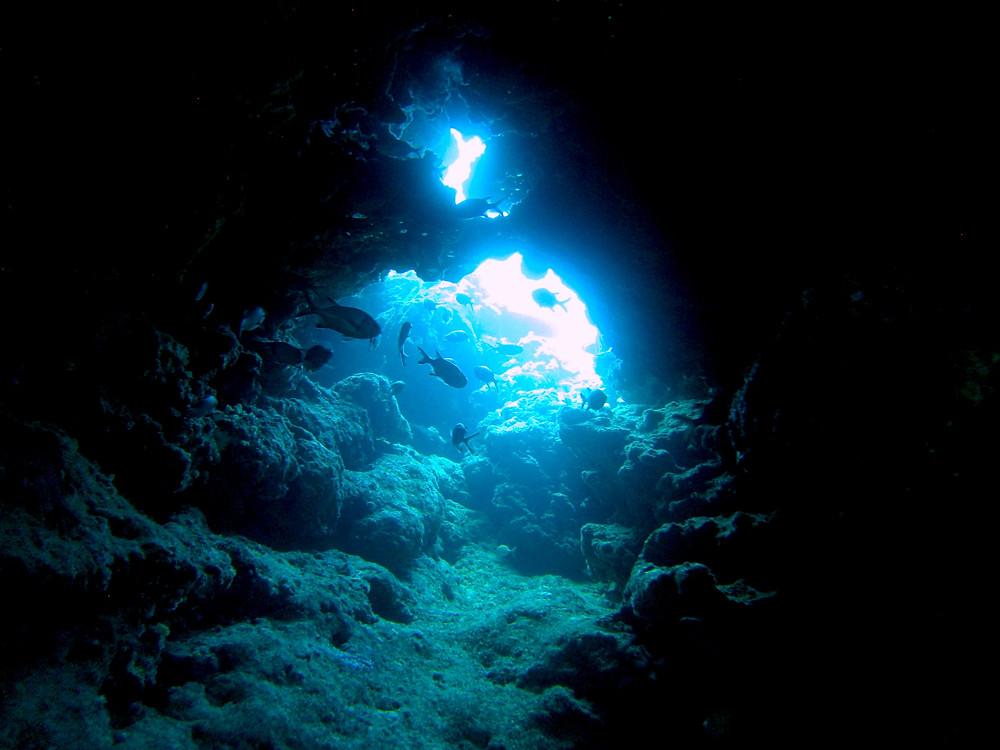 沖縄恩納村北部ファンダイビング青の洞窟