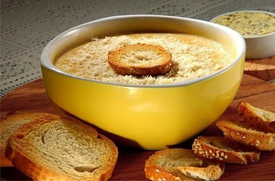 Clássico que aquece: sopa de cebola!
