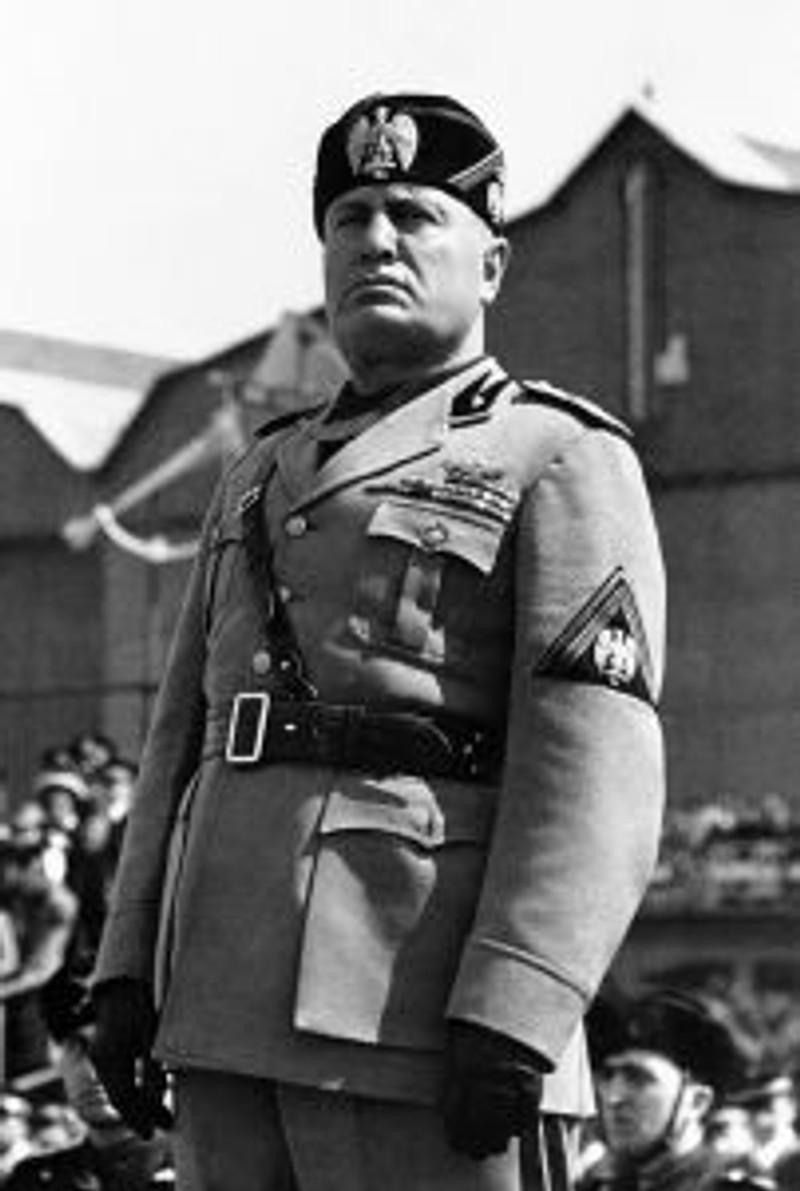 Benito_Mussolini_Duce[1]