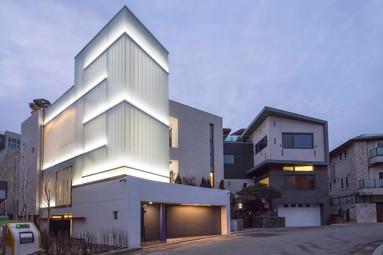Light Gallrey House
