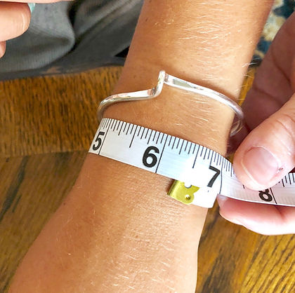 Image how to measure wrist.jpg