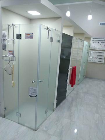 מקלחונים - צד ימין 2