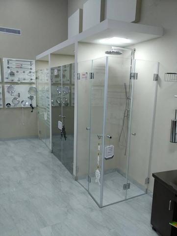 מקלחונים - הצד הימני