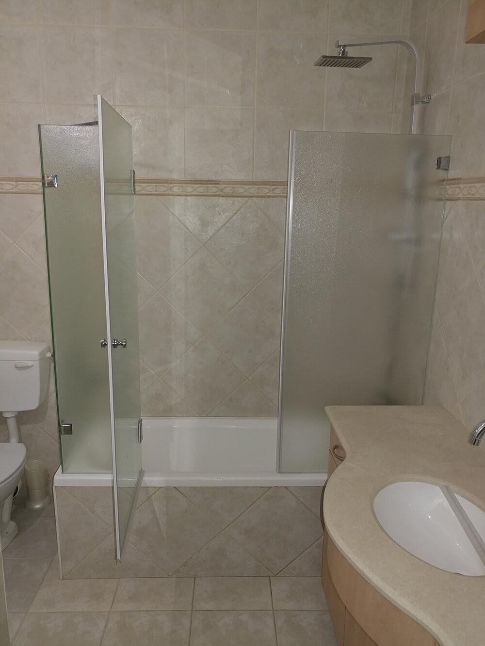 מותקן - מקלחון אמבטיה פתוח