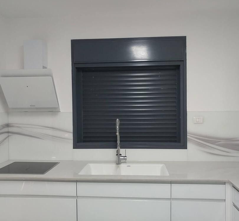 חיפוי זכוכית למטבח דוגמה 2