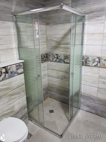 מקלחון הזזה פתוח