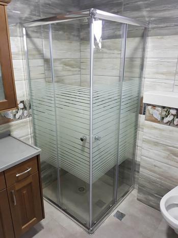 מקלחון הזזה סגור