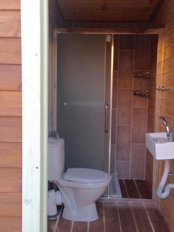 קמפינג בצפון - שירותים ומקלחת