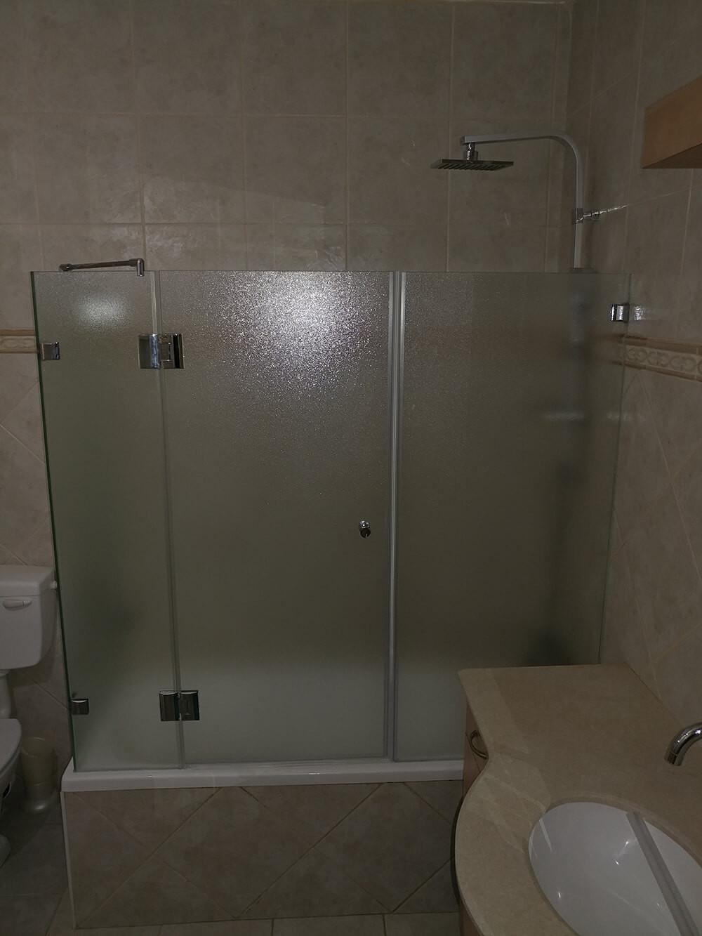 מותקן - מקלחון אמבטיה סגור