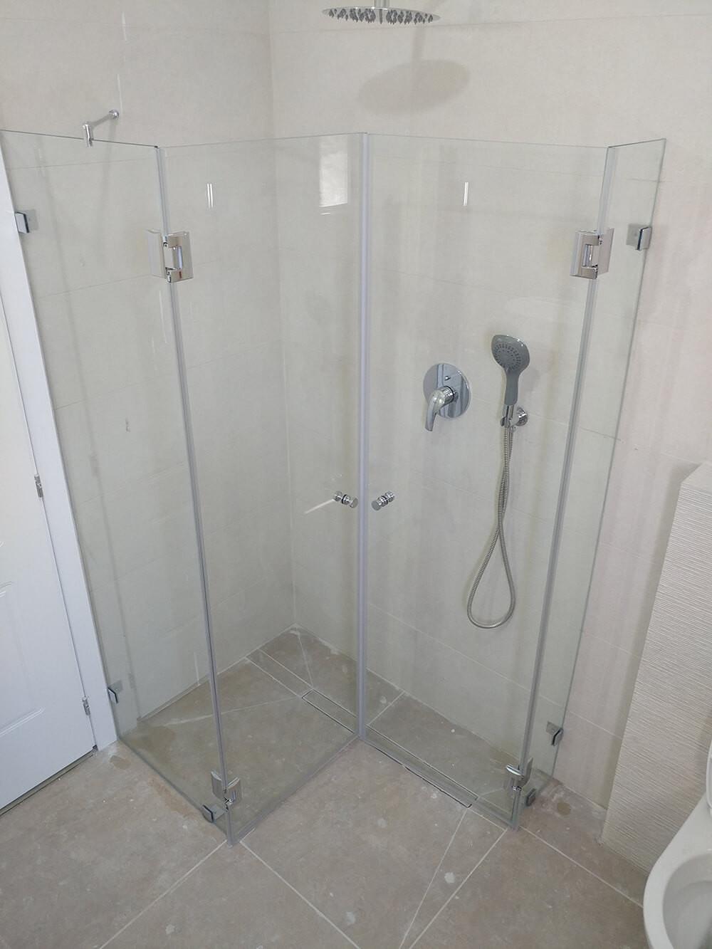 מקלחון פינתי מותקן - מקלחון פתוח פנים