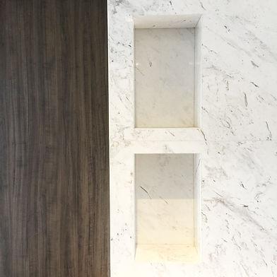 lareira de mármore com madeira