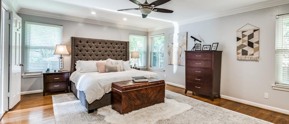 829_Knott_main bedroom.jpg