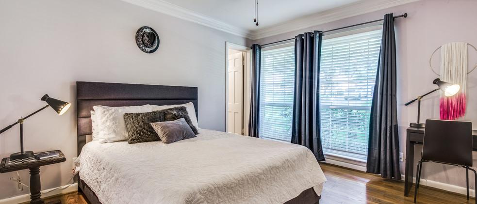 829_Knott_guest room.jpg