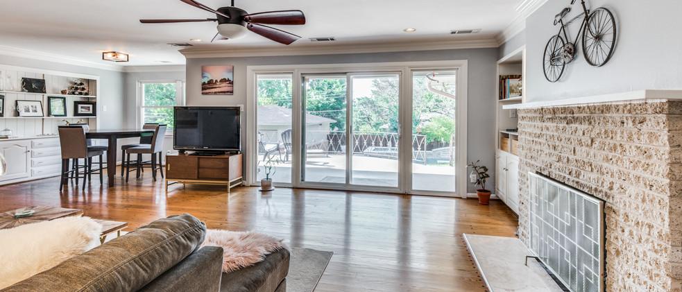 829_Knott_living room from entry.jpg