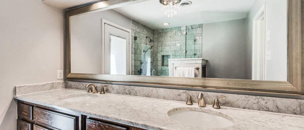 829_Knott_main bathroom.jpg