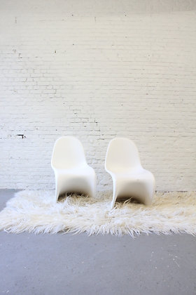 Pair of 1st edition fibreglass S-chair, by Verner Panton