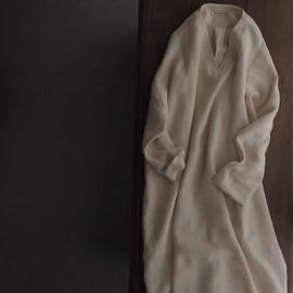 linen-wool V- neck pullover dress
