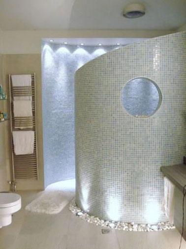 Salle De Bain Design En Carrelage Mosaique Blanc