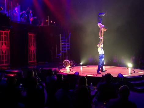 Potęga cyrku - niepełnosprawny akrobata zachwyca publiczność