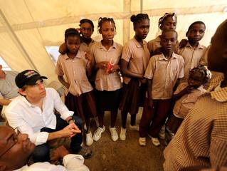 Ben Stiller with Ceverine schoolchildren in uniforms