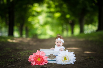 Some girl! Charlotte's 4 month Round Hill Park Photos {Pittsburgh Family Photographer}
