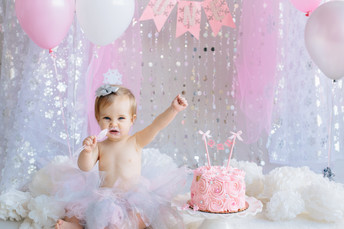 Charlotte turns one! Winter Onederland First Birthday Photos {Pittsburgh Family Photographer}