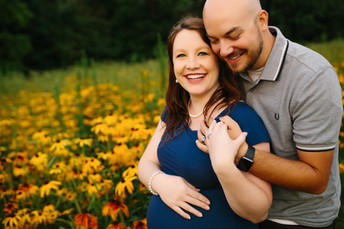 Boyce Park Flower Field Maternity Photos {Pittsburgh Family Photographer}