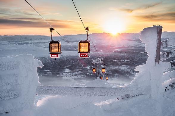 Åre gondoler. Kalfjäll i Jämtland. Solnedgång över fjällen